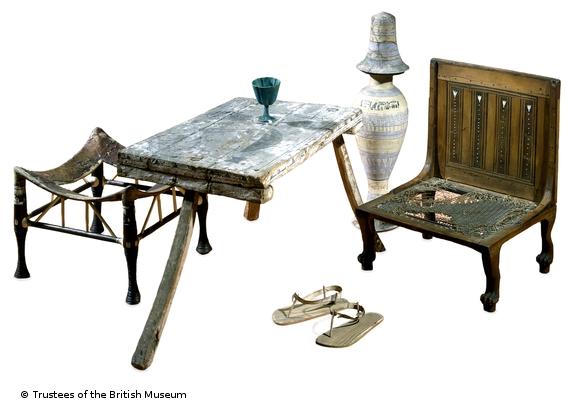 2-mobiliario-egipcio-1550-1069-aC-sandalias2125-1795-aC
